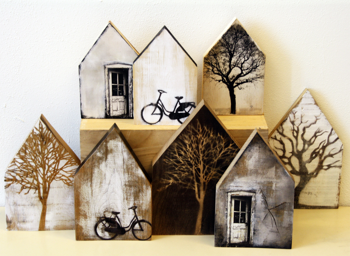 Saskia obdeijn houten huisjes - Scrap wood decorated house ...
